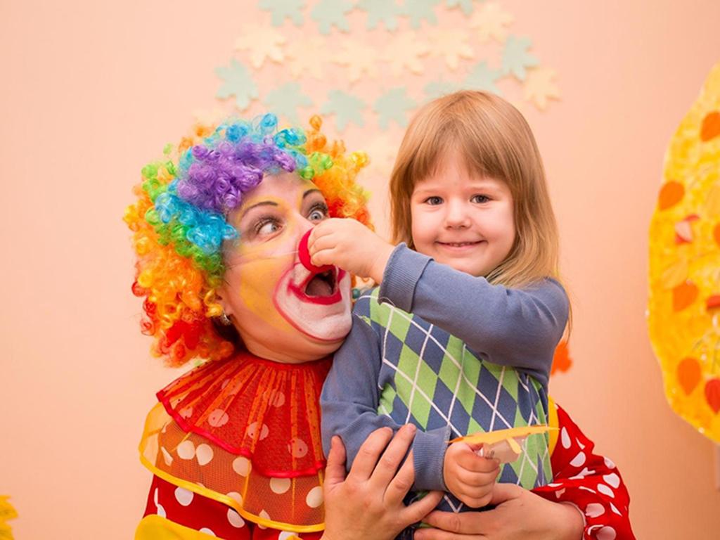 Воспитатель детского сада фото